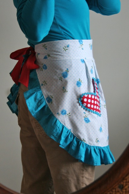 Flirty Perfect Fit Apron Tutorial - Gingercake