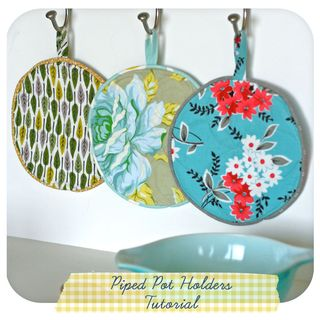Piped pot holders button